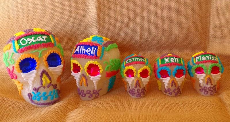 Sus calaveritas de azúcar 'endulzan' el Día de Muertos en España